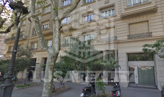 Commercial property without tenant for sale in a privileged area on Avenida Diagonal | 0-lusastreetretailsalebarcelonapng-570x340-png