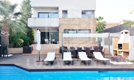 Wonderfull designer house on sale in Villanueva y Geltrú   5378-0-570x340-jpg