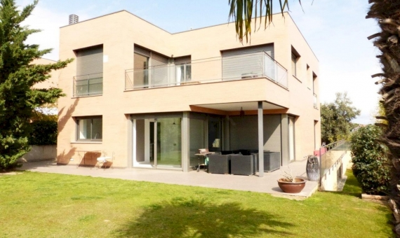 Modern house on a plot of 800 m2 in Sant Vicenc de Montalt | 5514-8-570x340-jpg