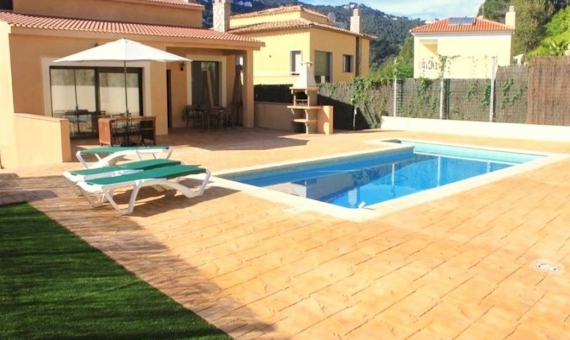 Big house close to the beach on sale in LLoret de Mar | 5747-6-570x340-jpg