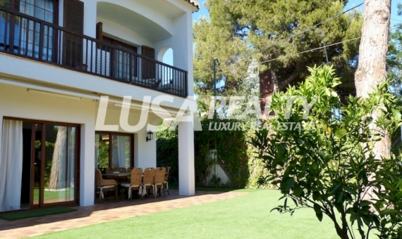 Family house of 220 m2 close to the beach and 1 km away from British School of Castelldefels | 6529-16-570x340-jpg