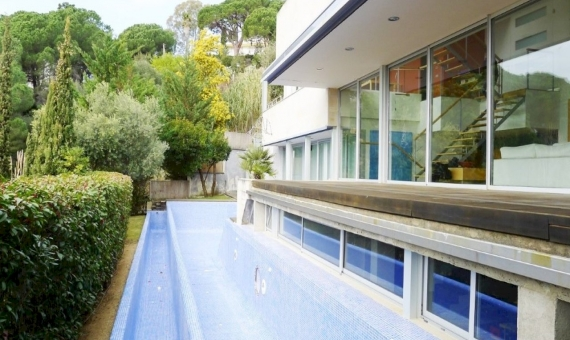 Modern villa with seaviews and swimming pool in Sant Vicenc de Montalt | 7124-8-570x340-jpg