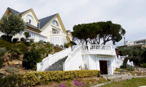 Family house with sea views in Arenys de Mar   7396-2-570x340-jpg