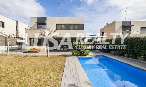 Modern designer villa with six bedrooms near the sea in Sant Andreu de Llavaneres   7658-1-570x340-jpg