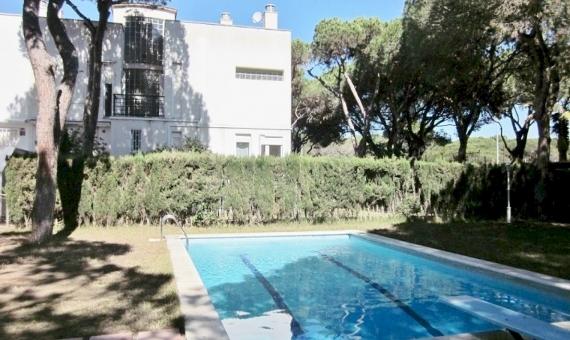 Townhouse near the beach for sale on a 370 m2 plot in Gava Mar | 8284-0-570x340-jpg