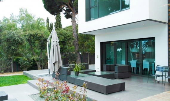 House in a cubic style in Sant Andreu de Llevaneres   9767-0-570x340-jpg