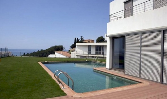New development of modern houses in Arenys de Mar   10-12lusa-house-new-buildjpeg-570x340-jpg