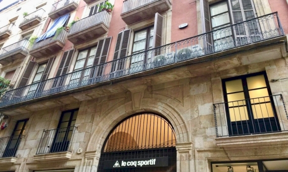 Ancient building with Art Gallery in the Historical Center of Barcelona   7-whatsapp-image-20170313-at-113705-570x340-jpg