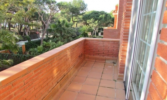 Three story house with a garden in Gava Mar   13-lusa-house-barcelona-19-570x340-jpg