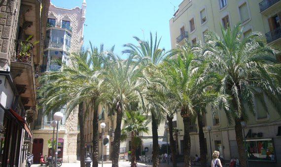 Commercial premises with a tenant for sale in Barcelona | 1280px-placa_de_trilla_-_gracia_-_barcelona-570x340-jpg