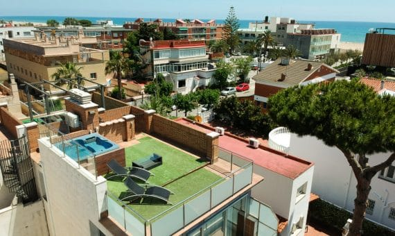 Townhouse with a terrace and jacuzzi on the roof overlooking the sea | image-10-1-570x340-jpg