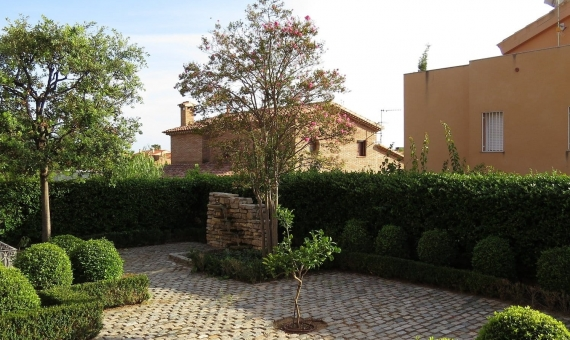 House with a well-kept garden of 1000 m2 in Altafulla   005-570x340-jpg