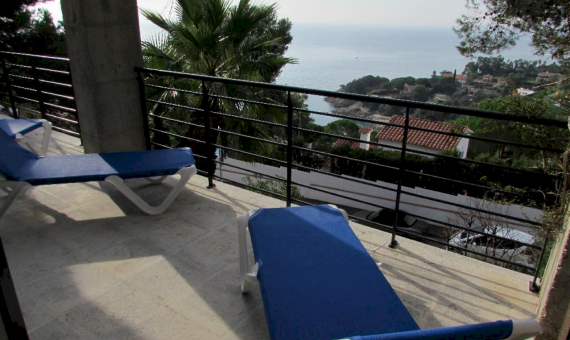 House with a plot 850 m2 in a guarded urbanization in Blanes | 4-3-1-570x340-png
