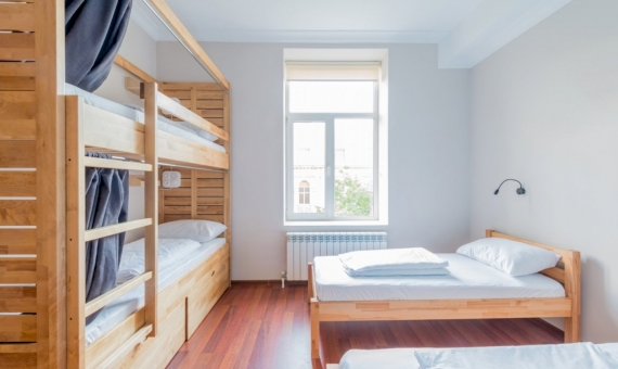 Hostel for 13 rooms with a tenant in Poblec Sec | shutterstock_696168130-fileminimizer-570x340-jpg