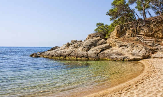 Plot of land 1.802 m2 with a buildable area 541 m2 in Platja d'Aro | shutterstock_101355145-fileminimizer-570x340-jpg
