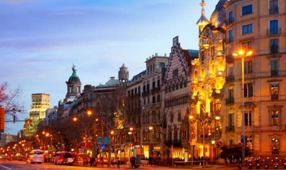 Leasing of the commercial premises leased to the brand shop on Paseo de Gracia, Eixample | shutterstock_180789470-fileminimizer-570x340-jpg