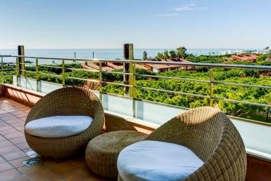 Sunny penthouse on sale in Gava Mar - image-3
