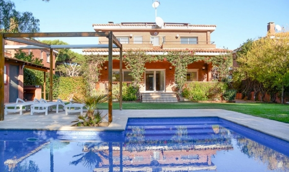 Detached house for rent in the Gavá Mar area just 100 meters from the beach   lusa-rent-house-gava-mar-21-570x340-jpg